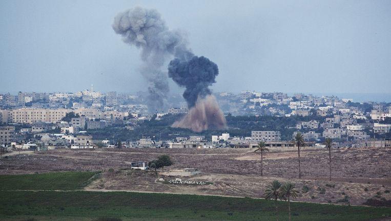 Rook vlak boven Sderot, een stad in het zuiden van Israël. Beeld getty