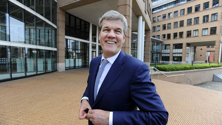 Ahold-bestuursvoorzitter Dick Boer voor het hoofdkantoor in Zaandam, waar de wortels van het bedrijf liggen. 'Arm en rijk moeten bij ons boodschappen kunnen doen.' Beeld Evert Elzinga/ANP