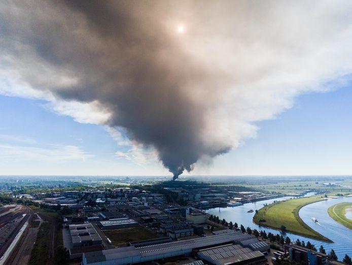 De Rookwolk megabrand Duiven trok over de hele regio: deze foto werd geschoten in Arnhem.