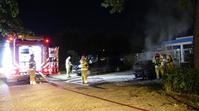 In de Waterwijk in Lelystad stond een auto in de brand.