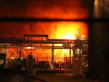 Grote brand in houtbedrijf op Industriepark Kleefse Waard in Arnhem onder controle