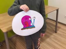 Kinderen Groesbeek maken zelf verkeersborden: rij als een slak