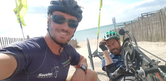 Frank en Jelle reden in 2018 samen met de handbike naar Zuid-Frankrijk