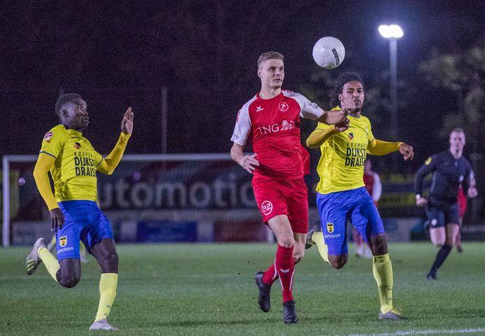 Daniel Wissel (rood), hier met Goes in actie tegen SC Cambuur in het KNVB-bekertoernooi, vertrekt na het seizoen naar ASWH.
