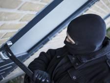 Inbrekers in Wesepe vluchten in opvallend busje