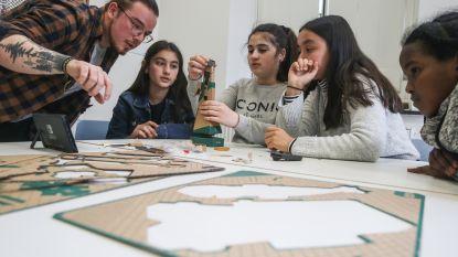 """VIDEO. Gentse leerkracht houdt leerlingen bij de les met videogames: """"Het verhoogt hun motivatie"""""""