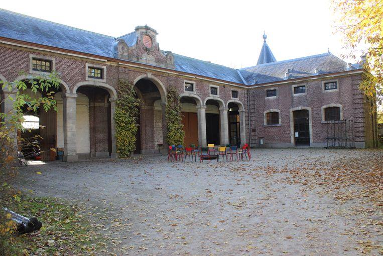 Het Koetshuis aan het kasteel van Poeke.