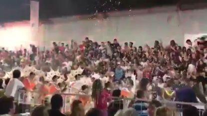 VIDEO. Tribune met feestvierders stort in tijdens carnaval in Argentinië: tientallen gewonden