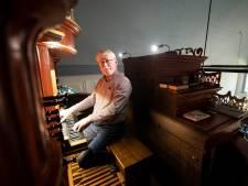 Henk Oosterveen uit Enter heeft al halve eeuw 'heel orkest' onder zich