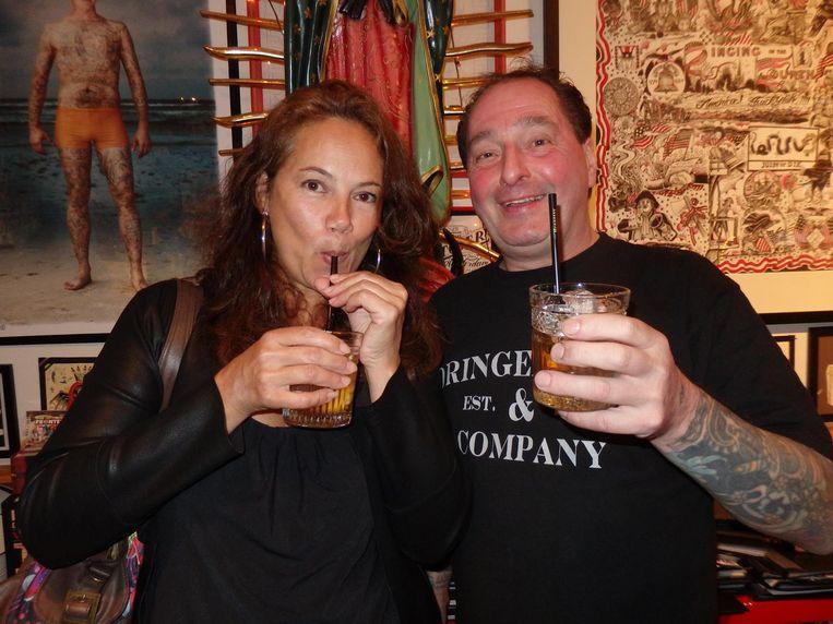Oud-Amsterdammer van het Jaar Iris Kuethe (Artis) wilde graag een feniks. Naast haar moppentapper Molly Tattoo (niet zijn doopnaam) Beeld Schuim