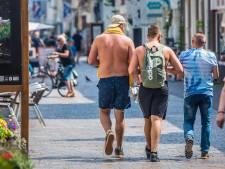 Van het strand naar winkelstraat in badgoed? 'Als ik hier een pizza eet wil ik niet iemands borsthaar zien'