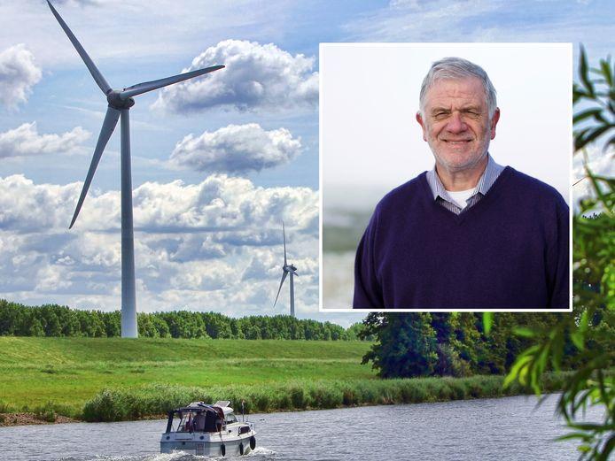 Gouwenaar Chris Kalden is voorzitter van de Stichting Groene Hart, met op de achtergrond een aantal windmolens.