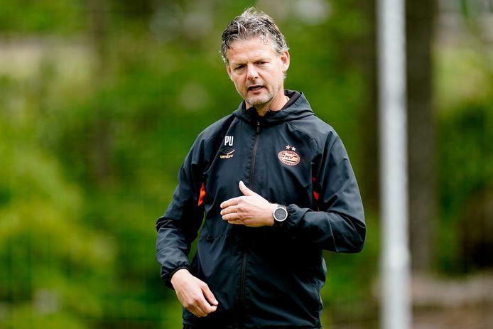 Peter Uneken is voor het tweede jaar op rij hoofdcoach van Jong PSV.