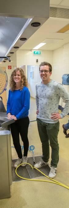 De eerste bewoner van Foodstarter in Helmond bakt taartjes van afval