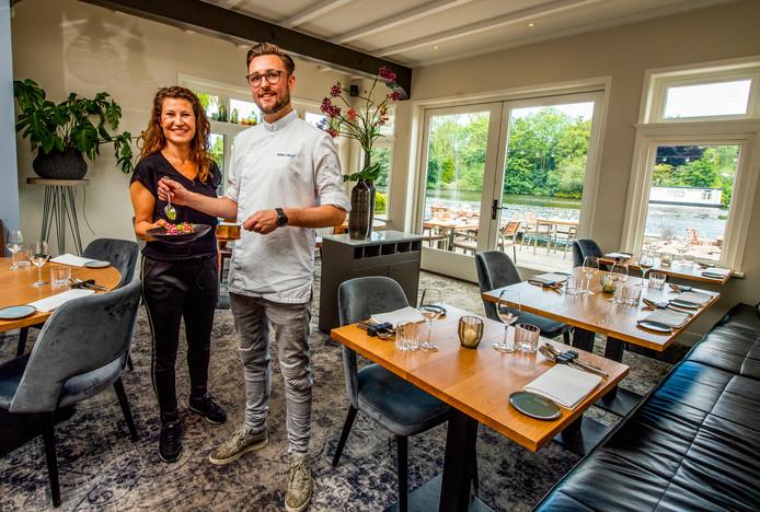 Mede-eigenaar Kim Edwards en chef-kok Robin Stoof van restaurant Tante Kee.