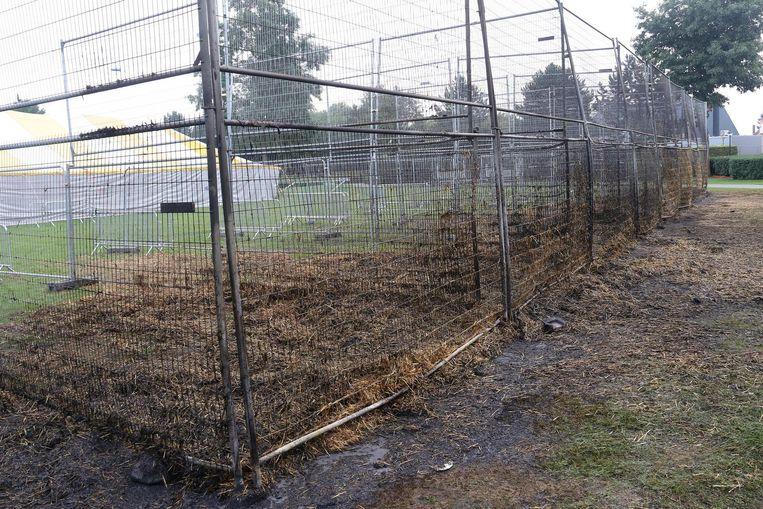 Dit is wat rest van Boerendart. Zelfs de hekken zijn door de hitte doorgebogen.