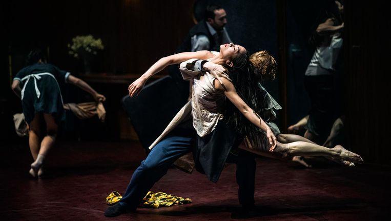 Scène uit The lost room van Franck Chartier, te zien tijdens de voorstelling van Side B, in de Stadsschouwburg. Beeld Rahi Rezvani