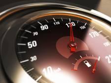 Beginnend bestuurder racet met 152 km/u op Sloeweg bij 's-Heerenhoek