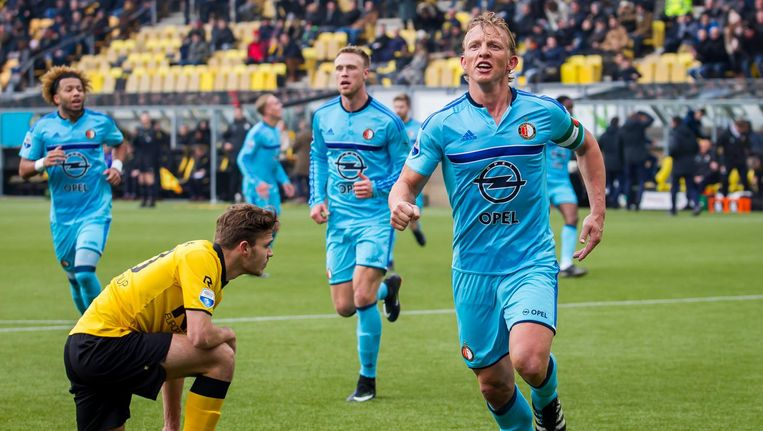 Dirk Kuijt scoort voor Feyenoord de 1-0 in de uitwedstrijd tegen Vitesse op 15 januari 2017. Beeld anp