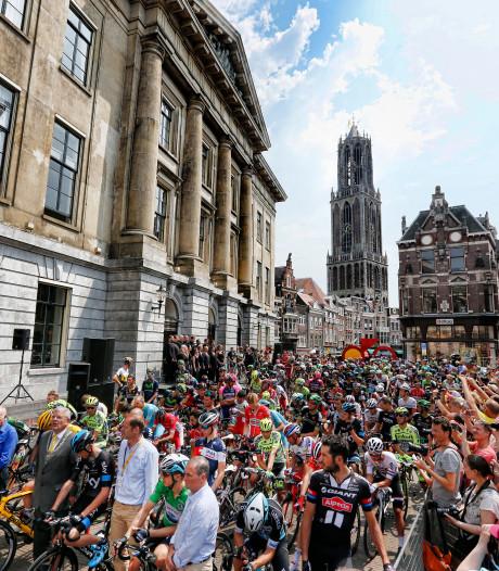 Vuelta-renners fietsen in 2020 door Amersfoort