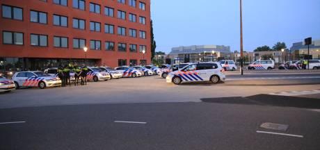 Zes jongeren aangehouden bij chaos in Helmond: 100 tot 150 jongeren gooien met vuurwerk en stenen
