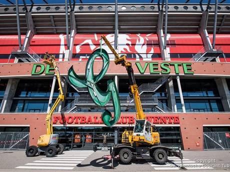 Het verwijderen van Grolsch van het FC Twente Stadion in 27 seconden