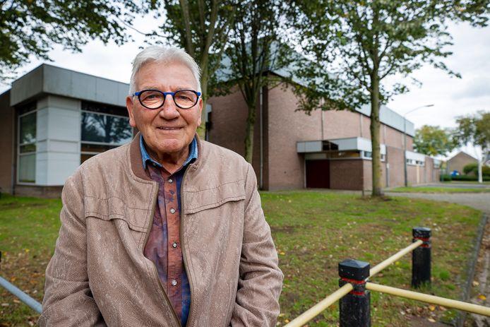 Henk Duis de voormalige beheerder van sporthal 't Spant er. De hal wordt gesloopt en daar komen woningen.