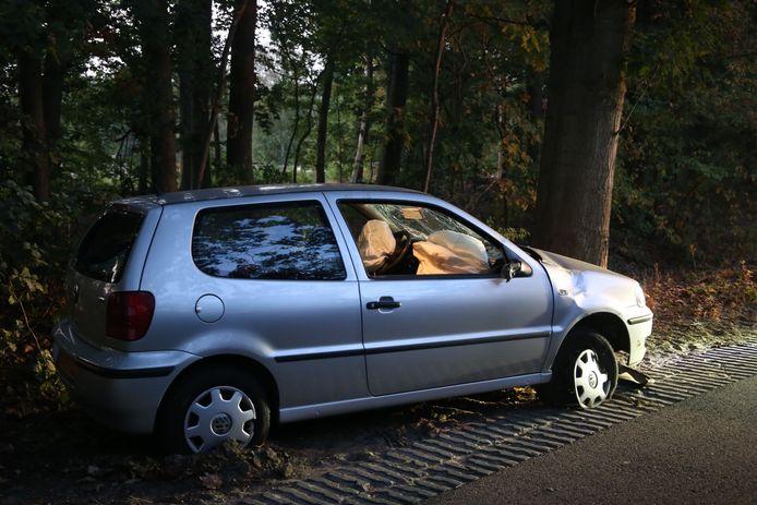 Auto belandt op zijkant in Boxtel.