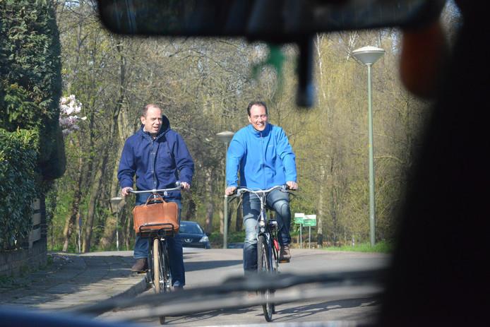 VVD'ers Frans de Graaf (links) en Boudewijn Revis na afloop van de onderhandelingen maandagmiddag.