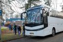 De scholieren uit Heerde worden met een tourincar gebracht en gehaald naar het schoolzwemmen in Wapenveld.