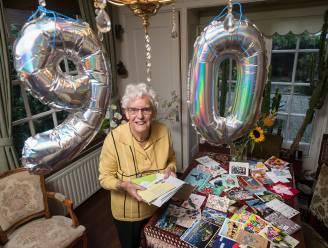 Kaarten uit de hele wereld voor jarige oma Tiny (90) omdat kleindochter niet naar Nederland kan reizen