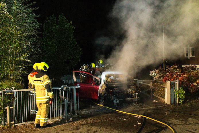 In de nacht van zondag 6 mei op maandag 7 mei moest een auto aan de Zuidendijk het ontgelden.