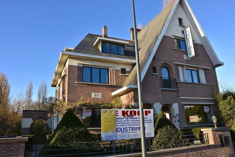 De moslimgemeenschap van Harelbeke kocht deze villa aan de Kortrijksesteenweg met de bedoeling er een gebedsruimte in onder te brengen.