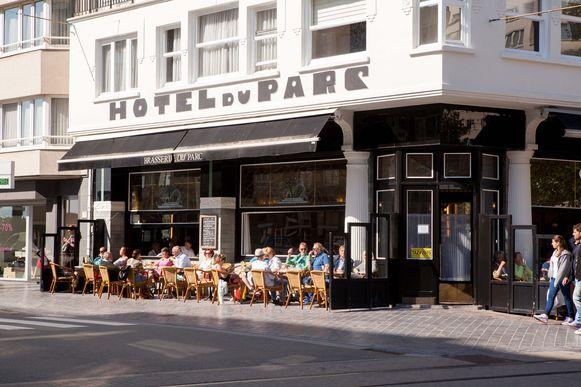 De klanten kunnen weer op het terras zitten aan Brasserie du Parc.