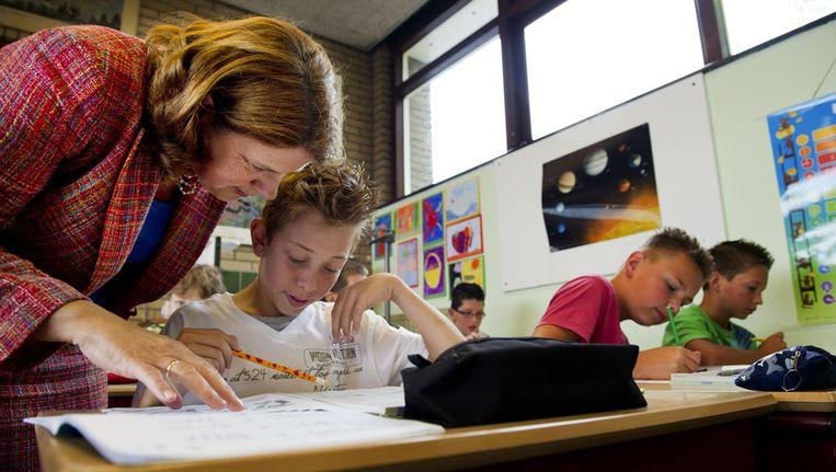 Minister Marja van Bijsterveldt brengt een werkbezoek aan een openbare basisschool. © ANP Beeld