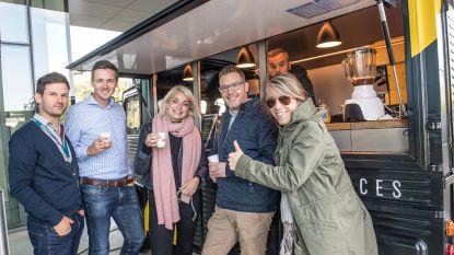 Julie Van den Steen helpt mee in koffietruck
