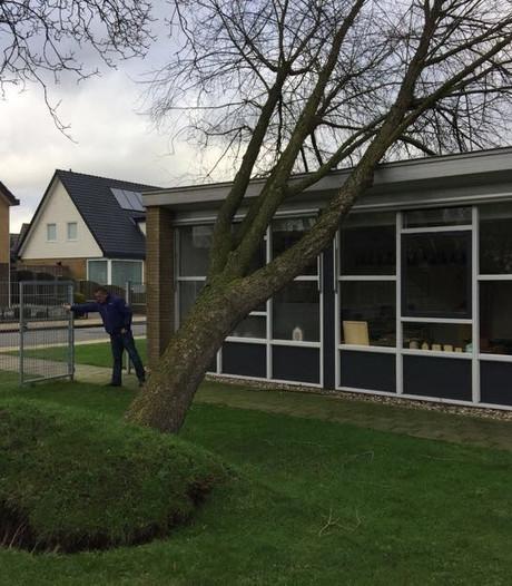 Boom valt op Christoffelschool in Didam