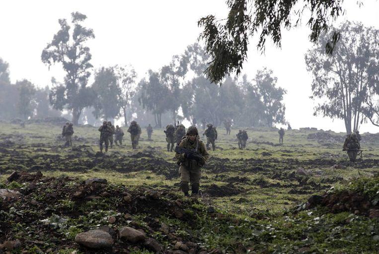 Israëlische militairen vandaag in de Golan Hoogten, in het grensgebied tussen Israël en Syrië. Beeld reuters