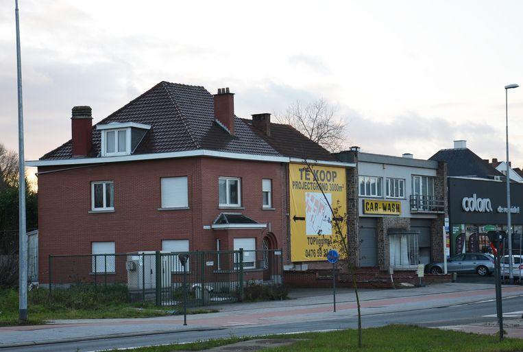 De vroegere carwash, naast verfwinkel Colora, en aanpalende woningen langs de Elisabethlaan zullen plaatsmaken voor een vestiging van Burger King.