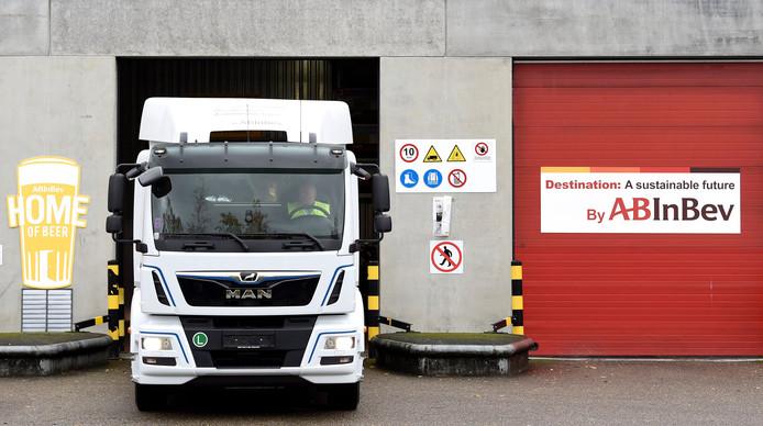 Aucun camion ne peut sortir depuis mardi matin au dépôt de Louvain pour aller livrer la bière (photo).