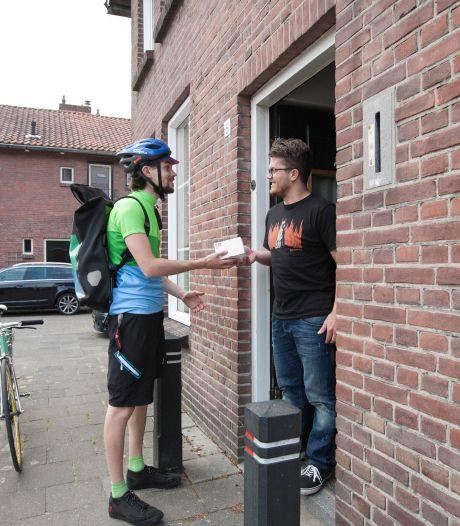 Apothekers in Midden-Brabant stappen over op de fietskoeriers van Velomedi