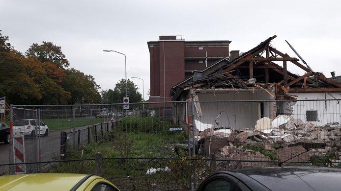 De sloop van Costerweg 65 in Wageningen is begonnen.