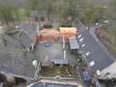 Ook de toegangspoort bij de boerderijen, grenzend aan huize Haanwijk, wordt gerestaureerd.
