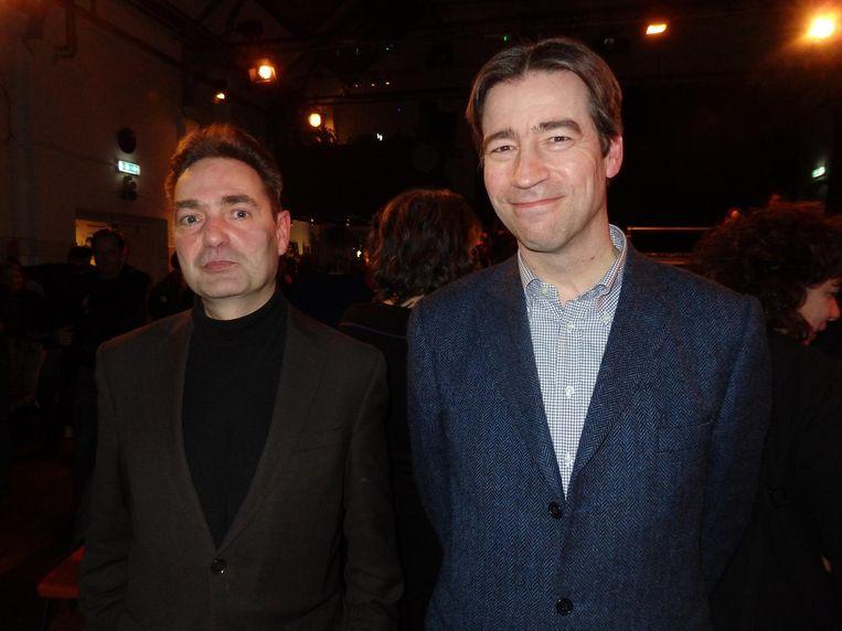 Dichter Menno Wigman en Prometheusredacteur Job Lisman: 'Had mijn vormgeefster maar één zo'n kuit.' Beeld Schuim