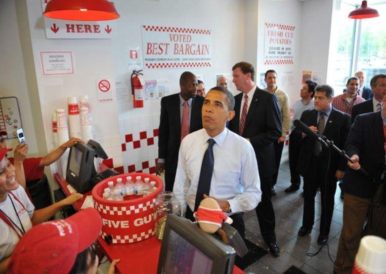 Barack Obama op campagne in 2008, bij een bezoek aan een Five Guys-restaurant in Washington DC.