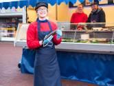 Visverkoopster Mieke (18): 'In groep 3 stond ik hier al uitjes te scheppen voor de klanten'