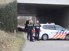 Man doodgeschoten in geparkeerde auto onder ecoduct in Schaijk, gevonden door twee tieners