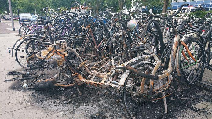 Van de fietsen bleef weinig over