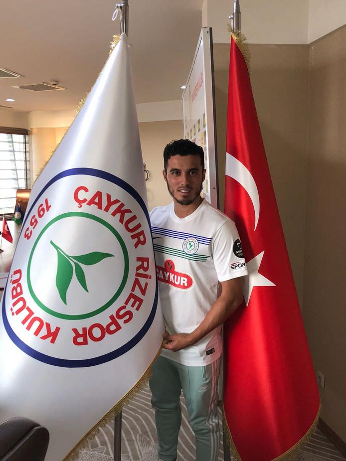 """Mustafa Saymak speelt de komende drie seizoen voor het Turkse Rizespor: ,,Het was altijd een droom voor me om eens in mijn vaderland te voetballen."""""""