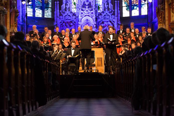 Een volle St. Werenfriduskerk voor de uitvoering van de Matthäus Passion.